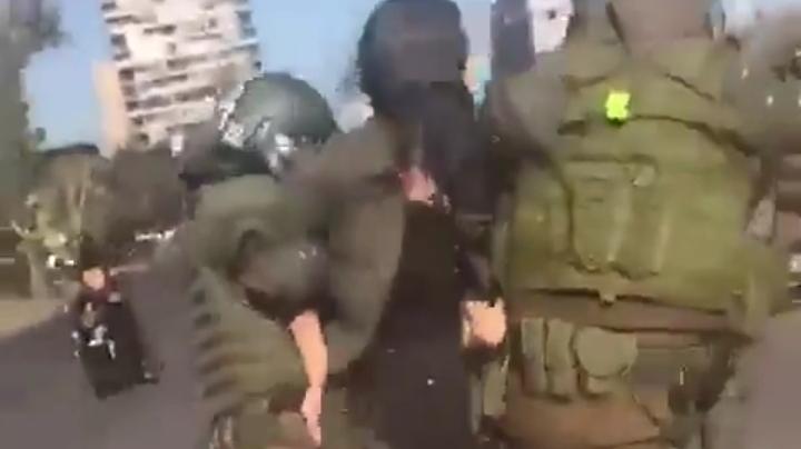 Candidata Constituyente es detenida en Plaza Dignidad en la apertura de la conmemoración del 8M