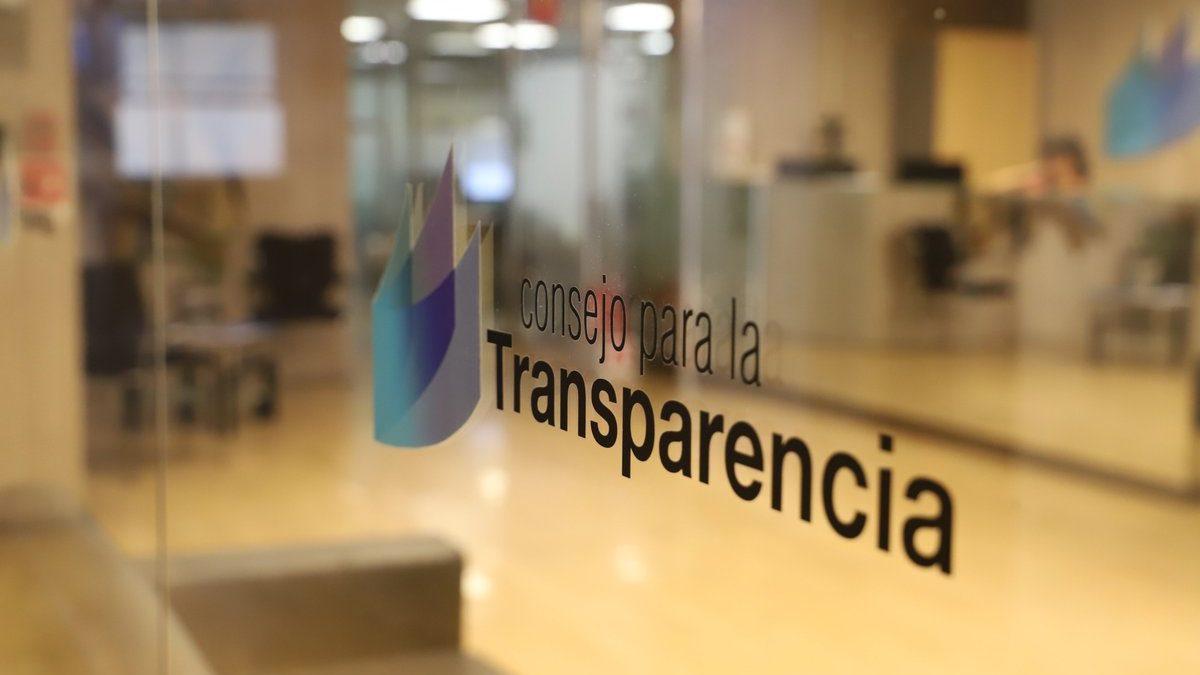 Minsal no entrega gastos en abogados de plana mayor ni contratos de vacunas solicitados por Ley de Transparencia