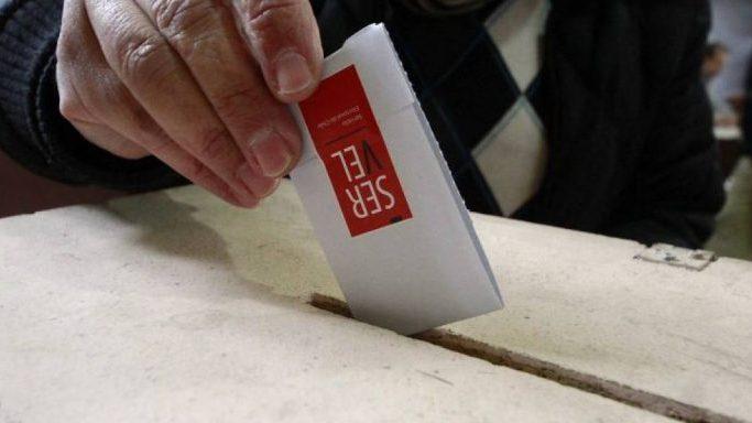 Lento inicio de elecciones 2021: Sólo cerca de las 12:00 horas se alcanzó el 99% de mesas instaladas.