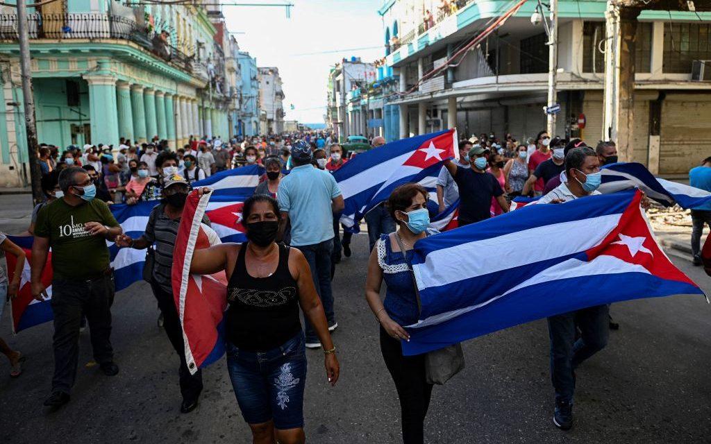 ¡Y Cuba va a caer! Al igual que su Revolución