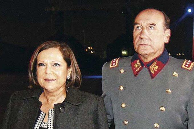 FORMALIZAN A ANA MARIA PINOCHET ESPOSA DE GENERAL(R) FUENTE ALBA POR LAVADO DE DINERO.