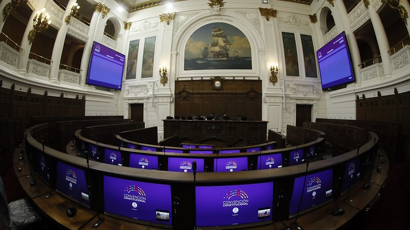 Instan a que TVN transmita por señal abierta las sesiones de la Convención Constitucional
