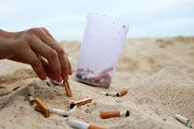 Prohíben fumar en playas de mar, ríos y lagos, así como desechar colillas en la vía pública