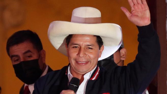 Confirman a Pedro Castillo como presidente de Perú